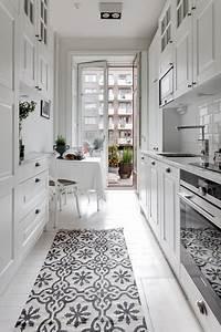 Kleine Schmale Küche Einrichten : 9 tipps wie sie eine kleine schmale k che einrichten ~ Frokenaadalensverden.com Haus und Dekorationen