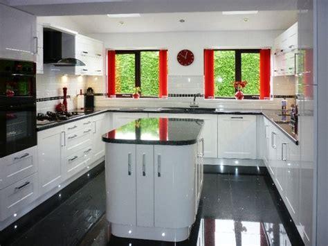 gloss tiles for kitchens cuisine blanche avec plan de travail noir 73 id 233 es de 8497