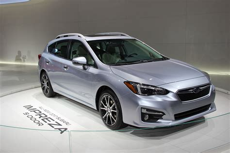subaru automatic 2017 subaru impreza is roomier slightly more powerful