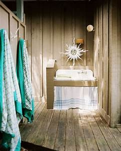 12 Tropical Bathrooms with Summer Style