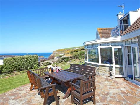 cornwall cottage rental trelawns family friendly with a garden in mawgan porth