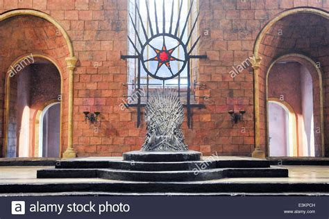 iron throne throne room great hall kings