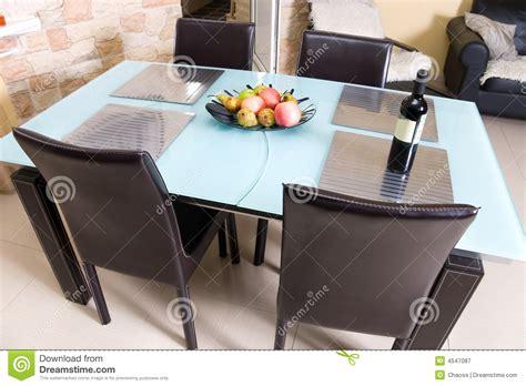 table de cuisine moderne table de cuisine moderne avec des fruits un vin