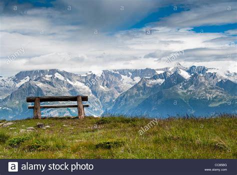 panchina parco panchina all aperto in erba immagini panchina all aperto