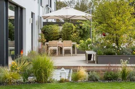 Moderner Garten Mit Gräsern by Moderner Garten Moderne Bepflanzung Und Wasserbecken