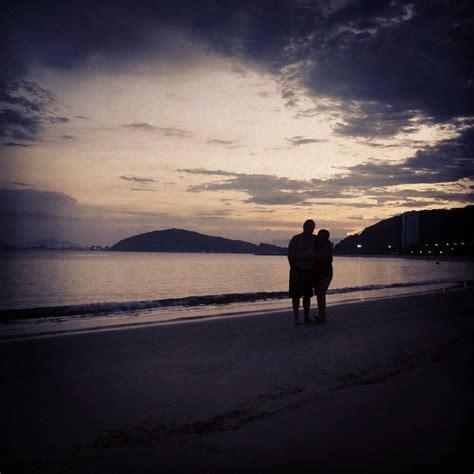 imagen de pareja de adultos disfrutando sus vacaciones