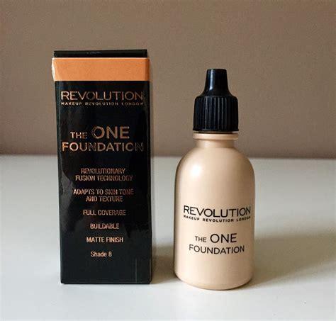makeup revolution   foundation   fabulicious