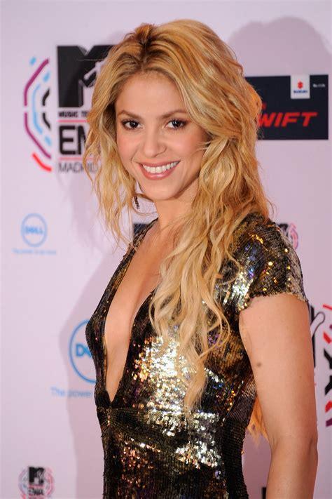Shakira All That Glitters Aint Gold