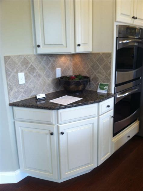 baltic brown granite antique white cabinets i m getting