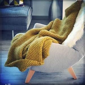 Plaid Grosse Maille Laine : plaid laine fauteuil pieds bois et une touche de couleur moutarde projet d co 2015112 ~ Teatrodelosmanantiales.com Idées de Décoration