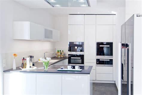 Küchen Hochglanz Weiß by K 252 Che Hochglanz Schwarz Wei 223 Grifflose Wohnk 252 Che In