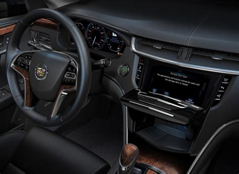 cadillac xts  debut cue touch screen interface