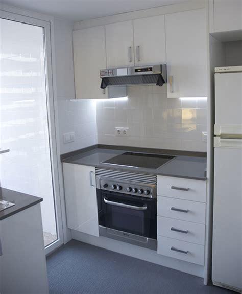 cocina pequena en apartamento playa tres studio