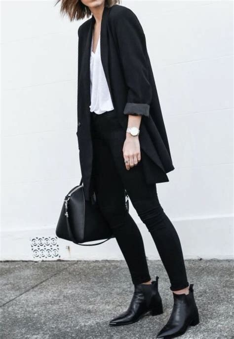 21 Black Outfit Styles for the Season - Pretty Designs