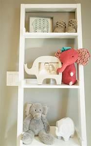 idee deco chambre bebe sympa et originale a motif d39elephant With chambre bébé design avec pendentif fleur nacre blanche