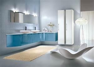 des touches de couleur dans la salle de bains With carrelage adhesif salle de bain avec douchette couleur led