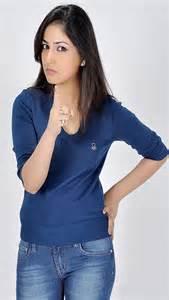 yami gautam blue tshirt