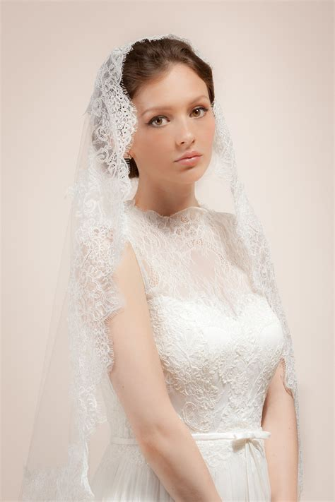 Bridal Mantilla Veil With Wide French Lace Trim Style