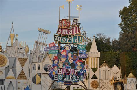 small world christmas fantasy parade  fireworks