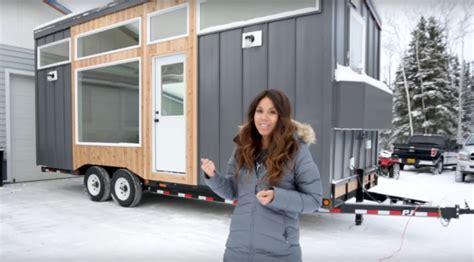 mom built  tiny cabin home  remote alaska