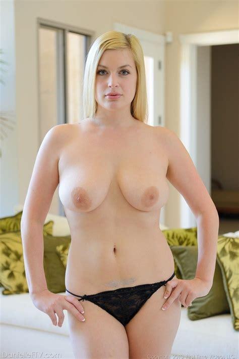 curvy blonde danielle drops her sexy black lingerie