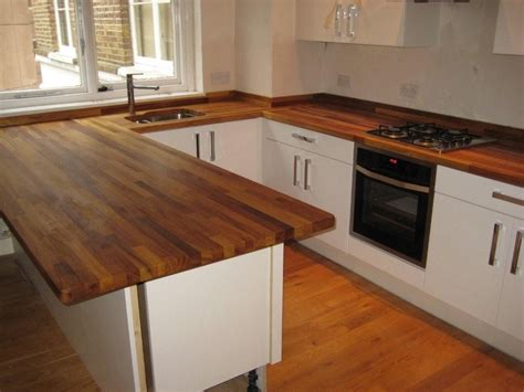 hauteur des prises dans une cuisine hauteur plan de travail cuisine facteur fondamental dans