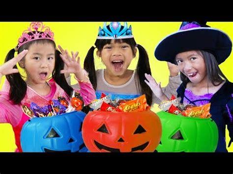Emma Jannie & Wendy Pretend Play Halloween Trick Or Treat