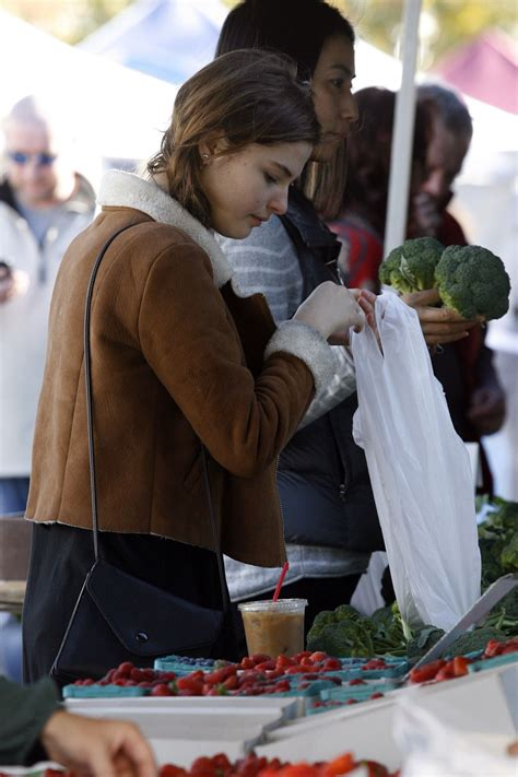 Stefanie Scott Casual Style - at a Farmer's Market in ...