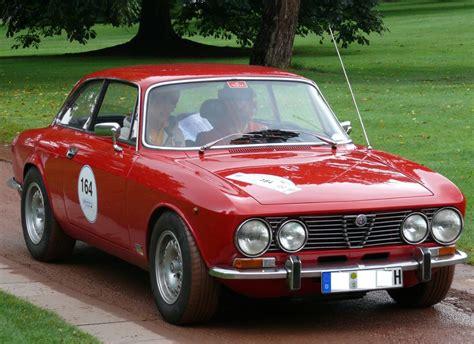 File:Alfa Romeo 2000 GTV Bertone red vr.jpg - Wikimedia ...