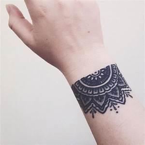Tattoo Vorlagen Handgelenk : tattoo am handgelenk innen und au en 26 coole motive ~ Frokenaadalensverden.com Haus und Dekorationen
