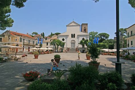File:Ravello cathedral square.jpg - Wikimedia Commons