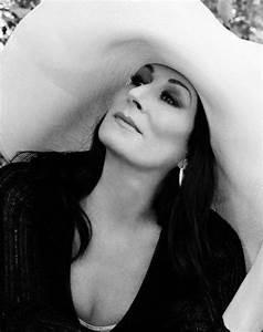 Happy 65th Birthday Anjelica Huston – Waldina