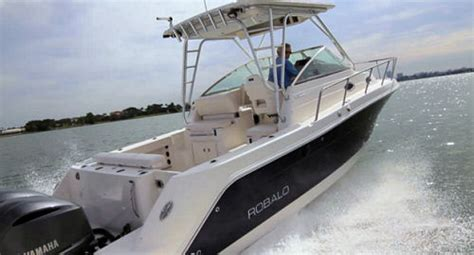 Freeboard Boat by Robalo R305 2014 Marine Powered