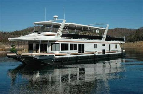 Types Of Pilot House Boats by Types Of Powerboats And Their Uses Boatus Autos Post