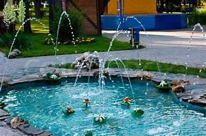 Kleiner Teich Im Garten : kleiner teich mit springbrunnen stock foto colourbox ~ Sanjose-hotels-ca.com Haus und Dekorationen