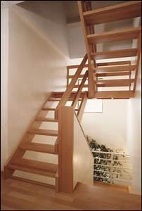 escalier en bois sur mesure les escaliers droits With peindre des escaliers en bois 2 mev sprl escaliers droits classiques