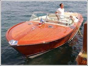 Italian Wooden Speed Boats For Sale