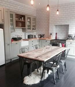 Cuisine industrielle l39elegance brute en 82 photos for Deco cuisine avec chaise couleur pied bois