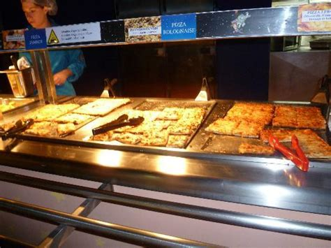 planet cuisine pizza buffet picture of buzz lightyear 39 s pizza planet marne la vallee tripadvisor