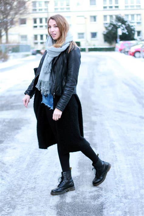 fashion week berlin outfit denim shorts und dr martens liebreizend