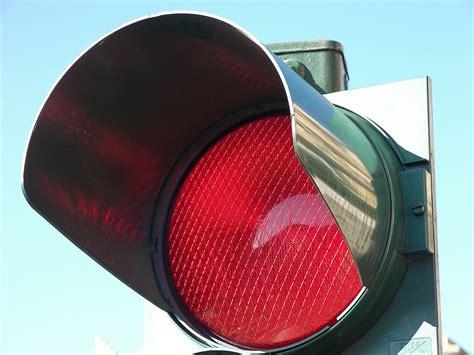 norme si e auto semaforo rosso multa anche se viene superata di poco la
