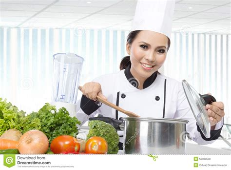 chef cuisine pic chef cooking in the kitchen stock photo image