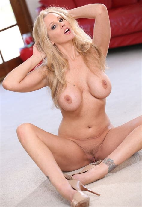 Seductive MILF With Big Tits Likes To Tease Men Showing