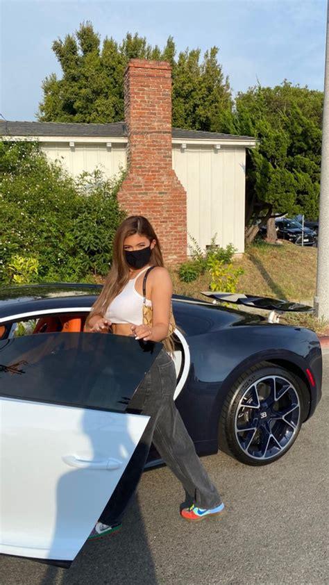 Watch kylie jenner's deleted online video of her $3 million bugatti chiron. Kylie Jenner faz sequência de cliques em carrão de R$ 16 milhões - Quem   QUEM News