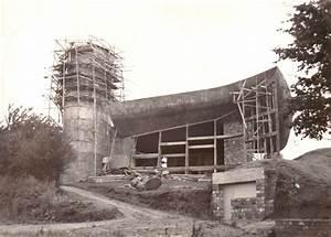 La construction de la Chapelle de Ronchamp. 1954 ...