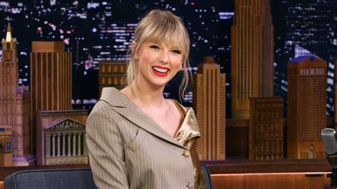 Watch Taylor Swift Cry Over a Banana After Getting Lasik ...