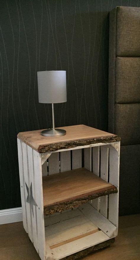 schlafzimmer ideen obstkiste nachttisch beistelltisch im vintage look auf rollen tisch