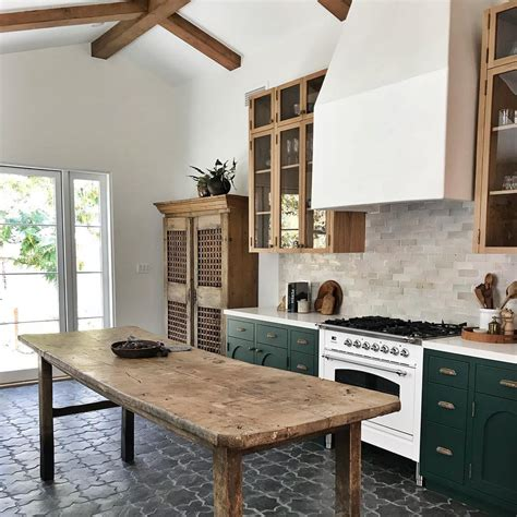 Amazing gallery of interior design and decorating ideas of kitchen island overlays in kitchens by elite interior designers. 15 Farmhouse Style Decor Ideas to Get You Started