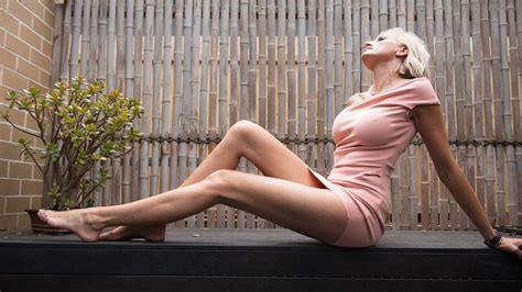 Mummy Long Legs: Ex Australian Model Bids For World's Longest Legs - YouTube