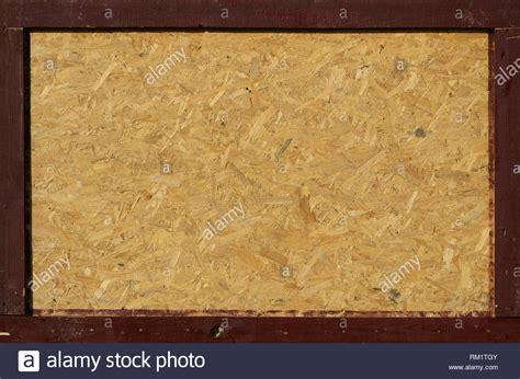 osb platten sind aus braunem holz chips in einem h 246 lzernen hintergrund geschliffen blick